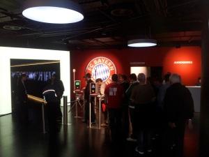 VIP-Stadion-Rundfahrt mit Jean-Marie Pfaff - Allianz Arena - FCB Erlebniswelt - Eingang