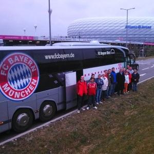 VIP Stadion-Rundfahrt München mit Jean-Marie Pfaff_80_Allianz Arena_Gruppenfoto 750x750